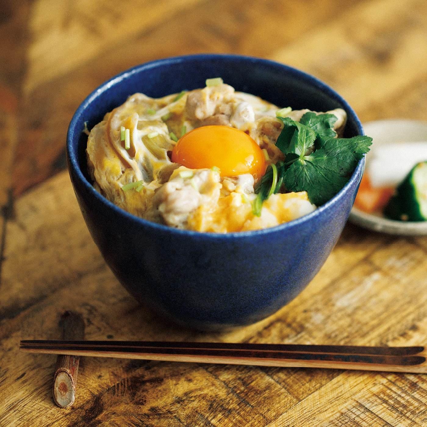 味わい深い青色小さめ丼(どんぶり)鉢の会