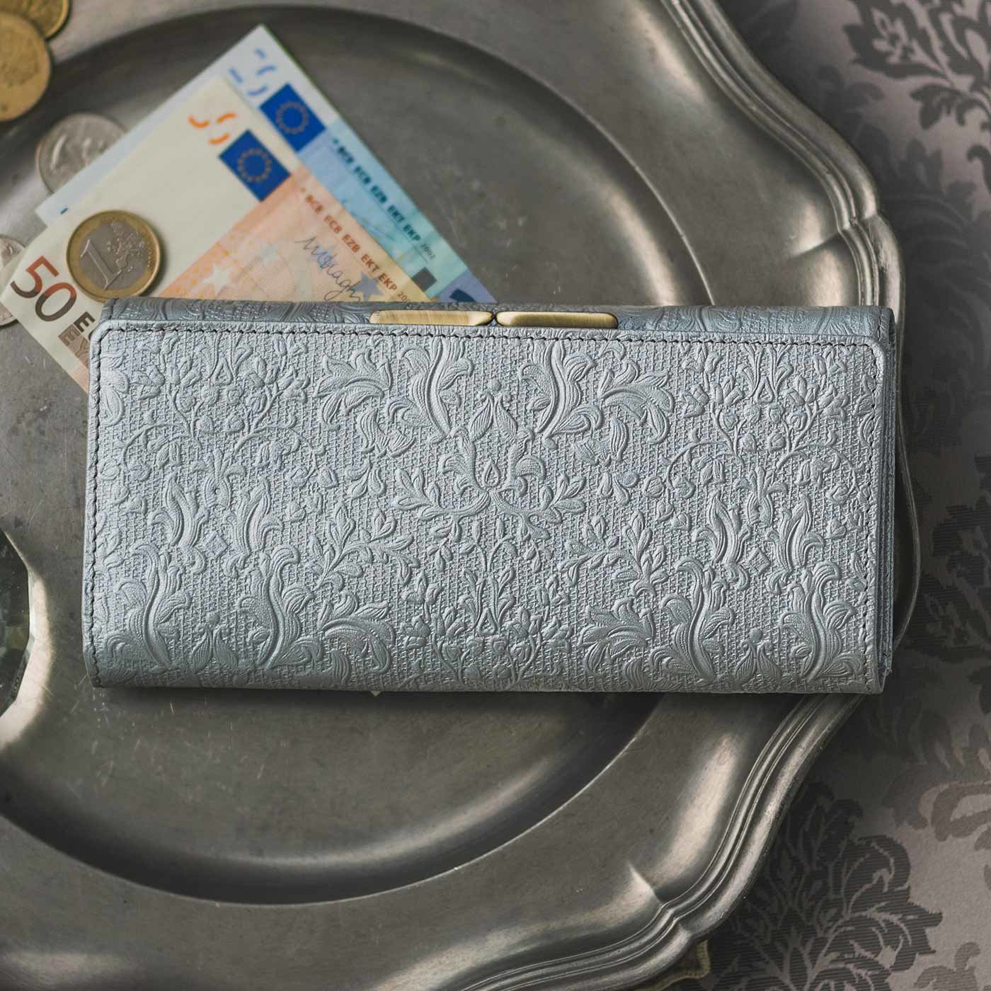 職人が誂(あつら)えた つた柄型押し本革長財布〈銀色〉[本革 財布:日本製]