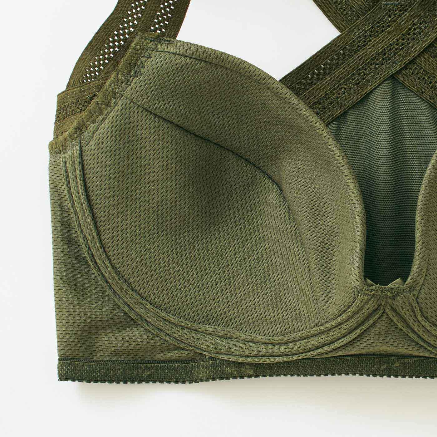 汗のたまりやすいアンダーやカップ裏が吸汗速乾で快適。