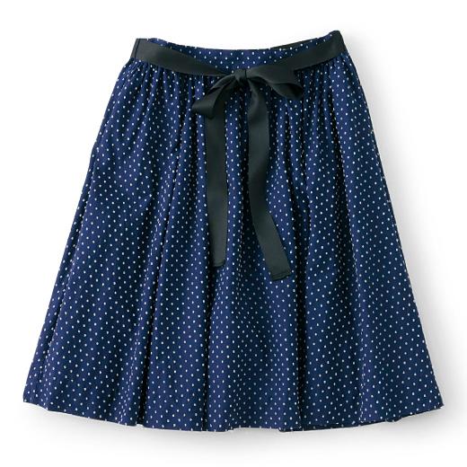 つぶつぶスカートは少し短め丈で軽やかにしました。レギンスと合わせても素敵です。