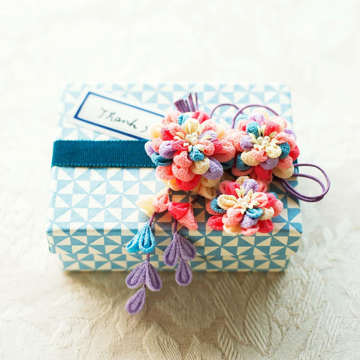 水引きのようにパッケージにあしらっても素敵。贈りものを飾る彩りとしても喜ばれそう。
