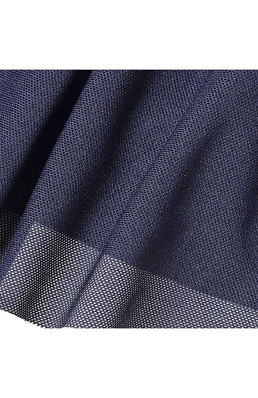 マットな布はくと軽やかなチュール素材がドッキング。