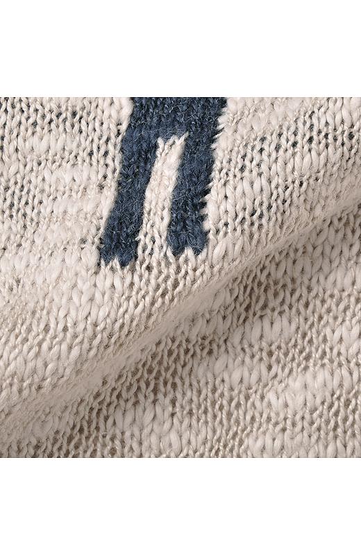 凸凹とした表面感がこなれた雰囲気の綿混スラブニット素材。