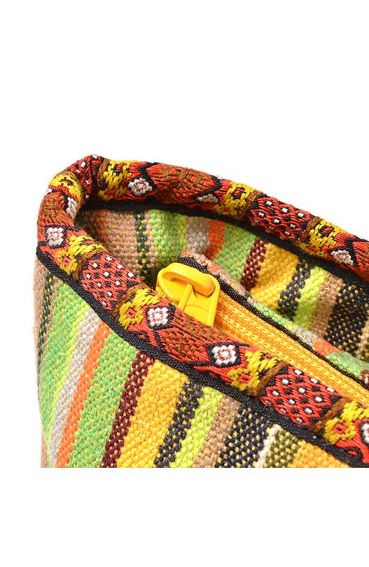 バッグの口にはチロルテープをパイピングすることでエスニックな香りをプラス。