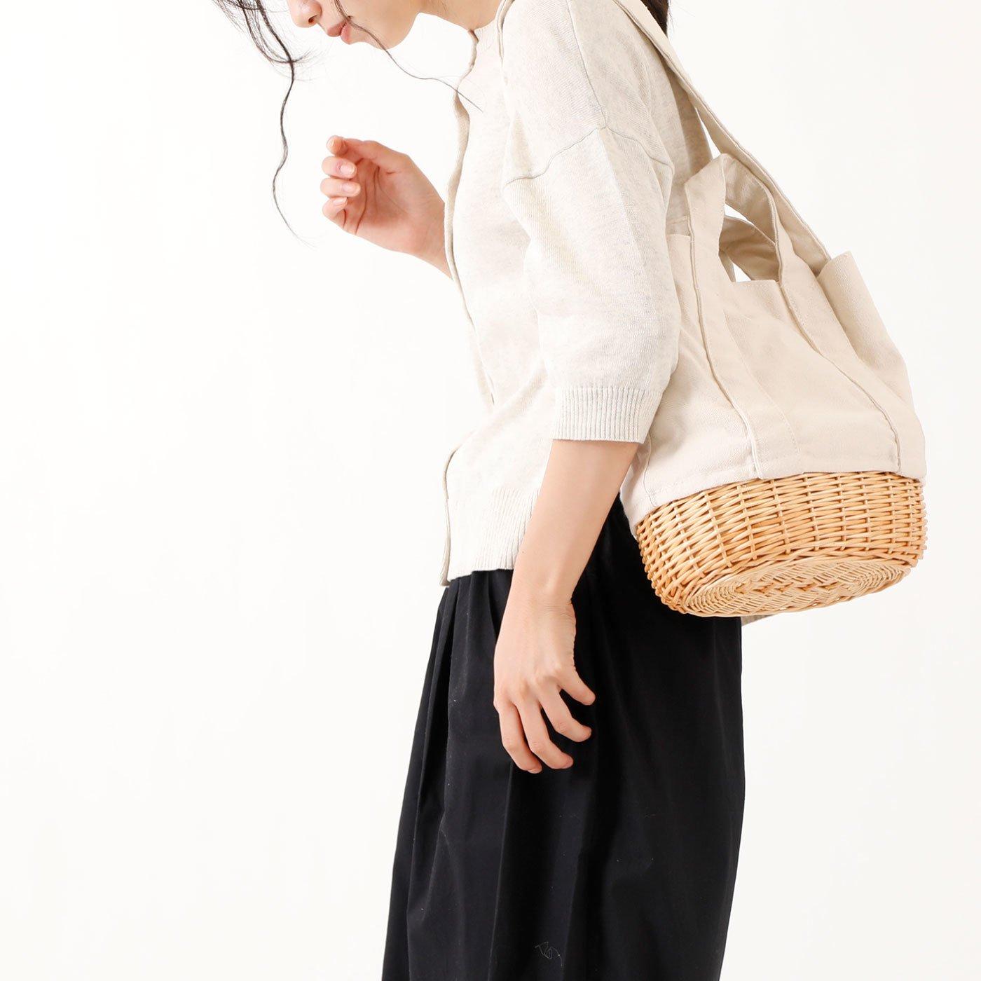 カジュアルな装いにぴったり 柳かごを合わせた2wayバッグ