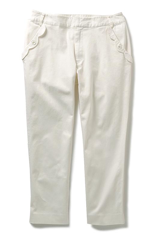 かわいいホワイトストレートパンツ。日々の生活でもコーディネイトしやすいようシルエットにとことんこだわりました。
