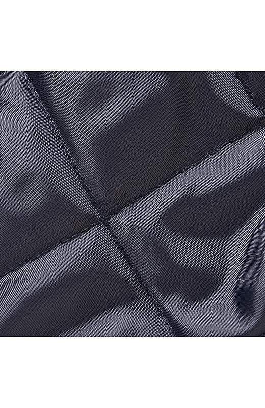 高い保温性を有する中わたを使用し、スカートスタイルも暖かに楽しめます。