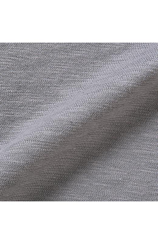 スラブ天じくを使用して味のある風合い。綿100%で一枚でもやさしい着心地。