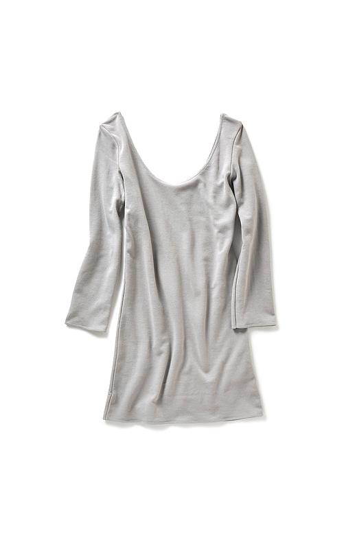 段差のできないすっきりとした始末で、袖はもたつかない八分袖。