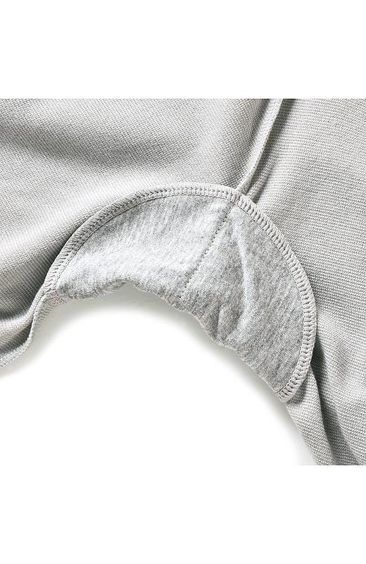 制菌加工をほどこしたわきパット付き。わき汗も安心です。極細繊維にセラミックスを練り込んだ素材「ロニセラ糸」を使用。