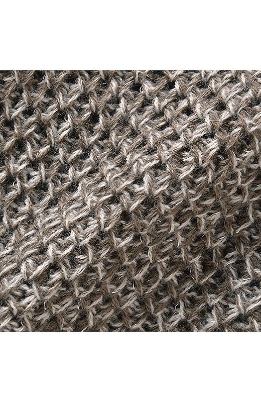 ポコポコした表面感がかわいいラーベン編み。ラメ混糸のキレイめニュアンスで、きちんと感をプラス。