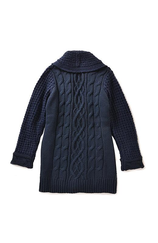 Back 袖口と後ろ身ごろはバリエーション豊かなケーブル遣いの編み地に。