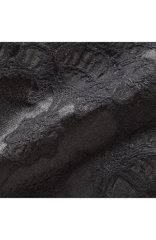 地模様がステキなジャガード柄。