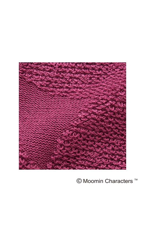 柄の部分だけループ編みになっています。遠くから見ると無地のニットだけど、近くで見るとアッ! ってなります。