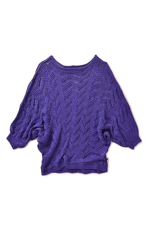 着やせ効果のあるジグザグ編みときれい色が素敵。ゆるりドルマンシルエットで女性らしく。