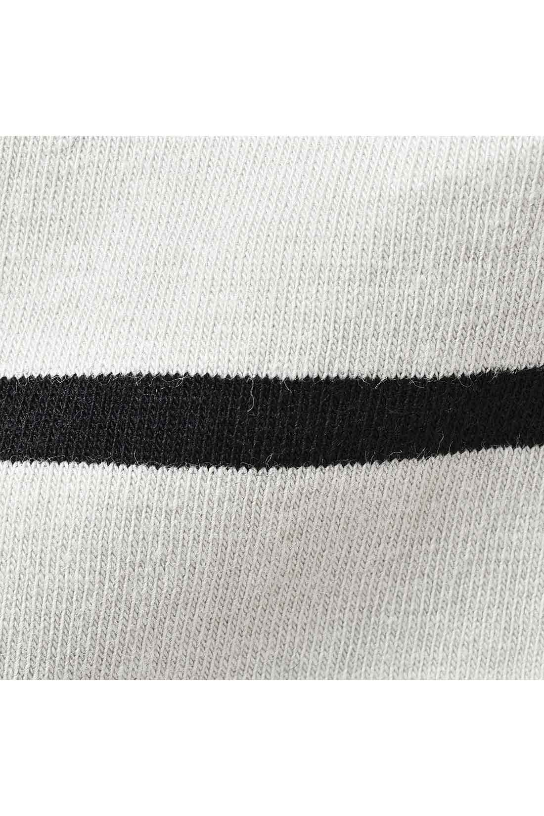 ライトグレイ×ブラックの着やすいボーダー。