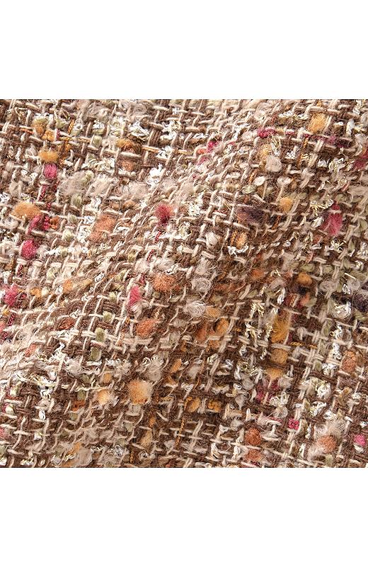 締め色に華やか色の、かわいいリボンヤーンをプラス。品よく、女子度が上がる「彩りバランス」が絶妙です。
