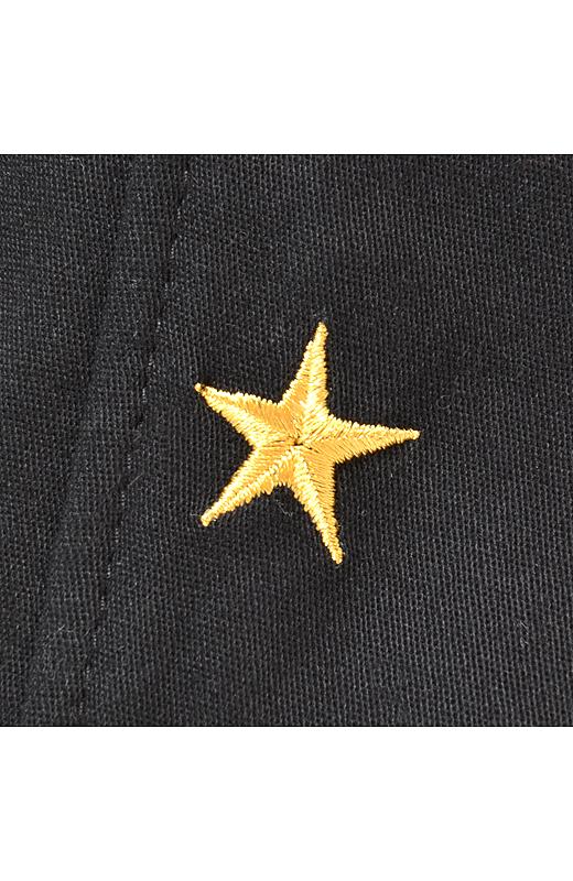 左脚のすその後ろにちょこんと星柄刺しゅう。