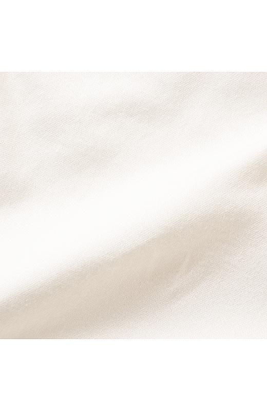 艶感のあるストレッチ素材は程よくフィットし、はき心地をよくしてくれます。