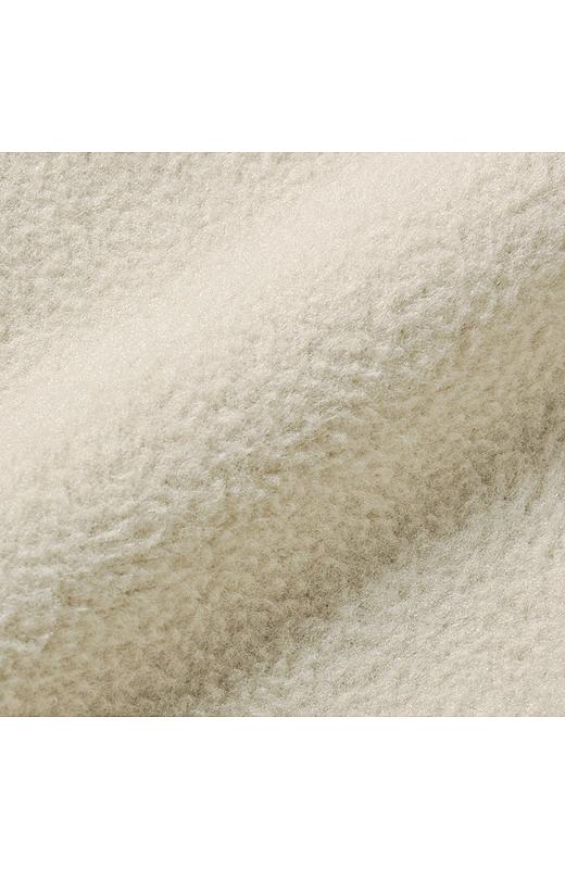 内側には繊維が細くてやわらかなマイクロフリースを使用。肌ざわり抜群。