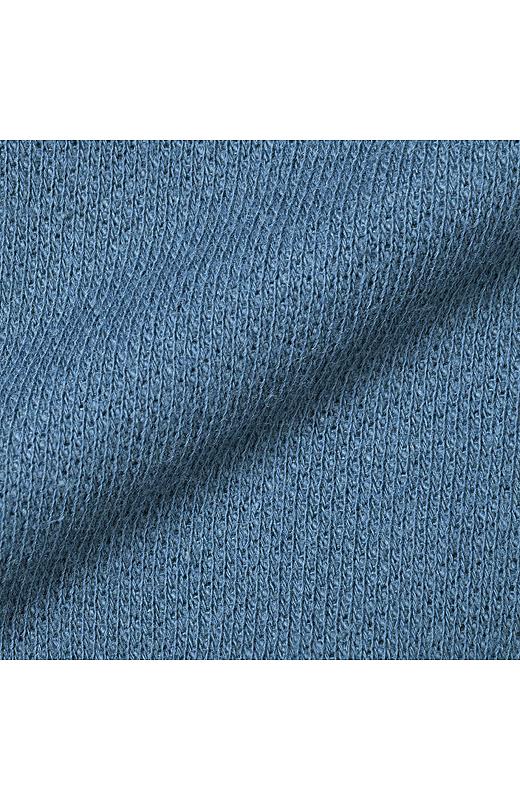 太い裏毛がゆるくループ状になったような肉厚甘編みの裏毛素材を使用。
