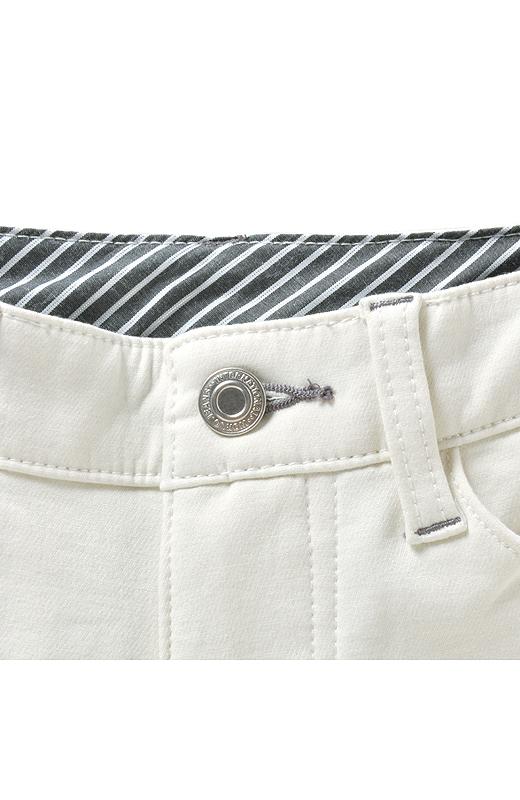ベルト裏のプリント別布やリベット、ポイントステッチなど、ディテールにもこだわりました。