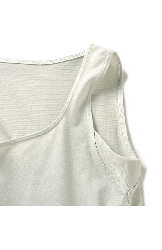 気になるわきには、布を二重にした汗パネルでさらり。
