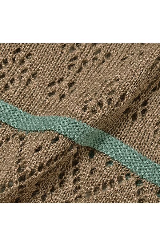 さっくり軽やかな透かし編み。大きめ柄と小さめ柄をミックスさせたこだわり柄。見た目にもメリハリがあるので、すっきり着こなせます。