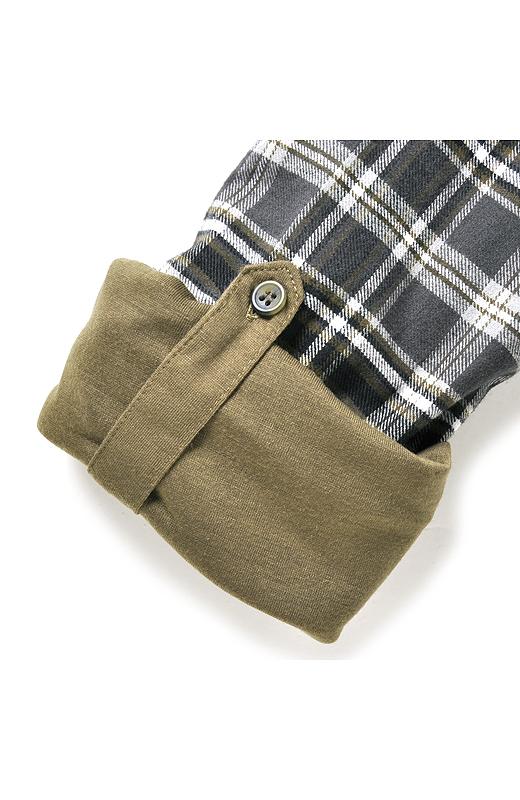 袖をターンナップしたときに見える無地のカットソーがアクセントに。