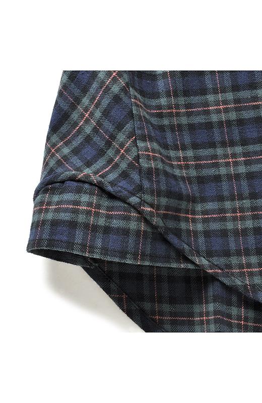 すそは前後差をつけてヒップが隠れる着丈に。体形をさりげなくカバー。