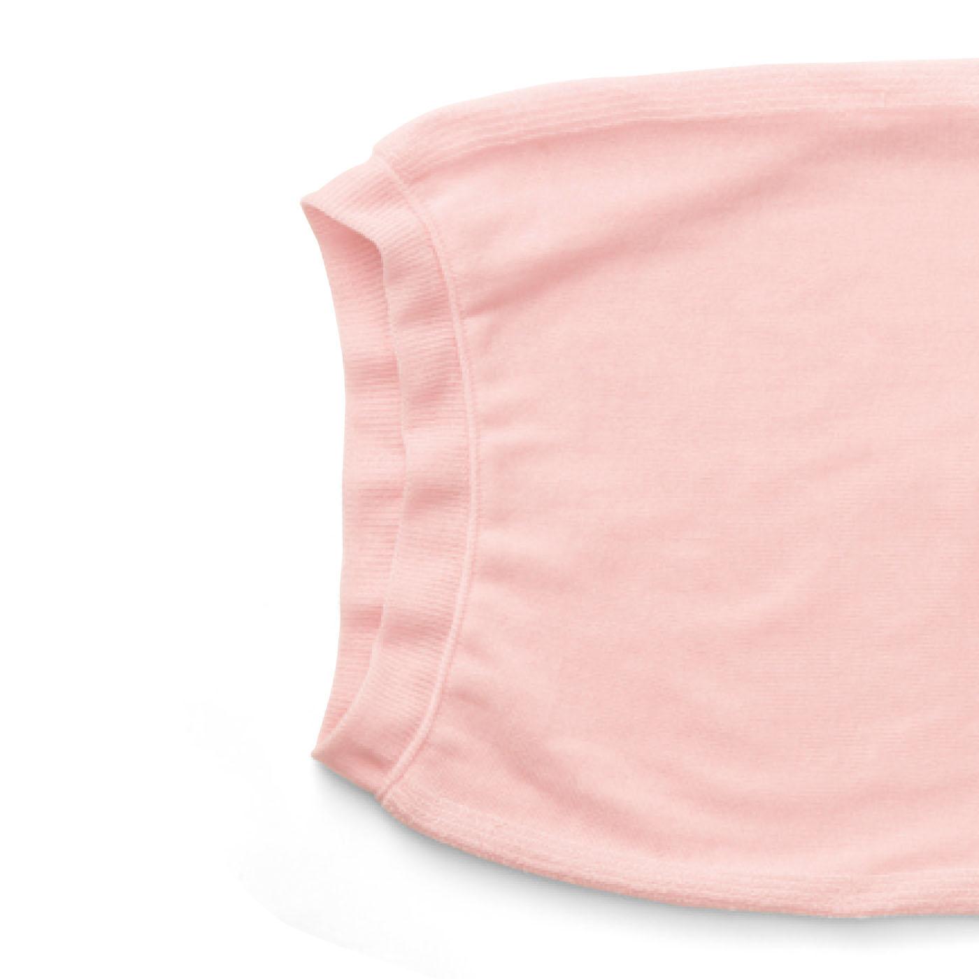 枕を出し入れしやすく、両端口を伸縮糸で縫製しています。