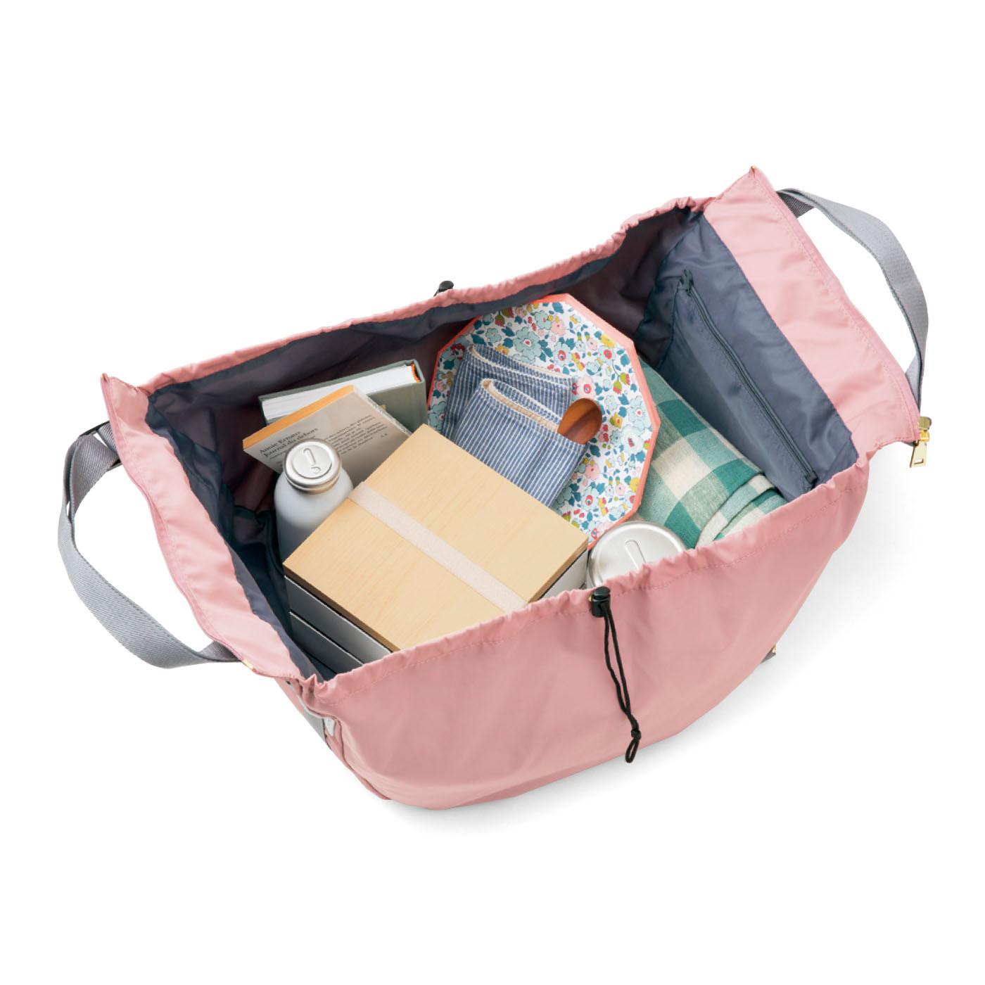 大容量だからお弁当や水筒、レジャーシートなど必需品をまとめて詰め込んで、ピクニックのときにも重宝します。
