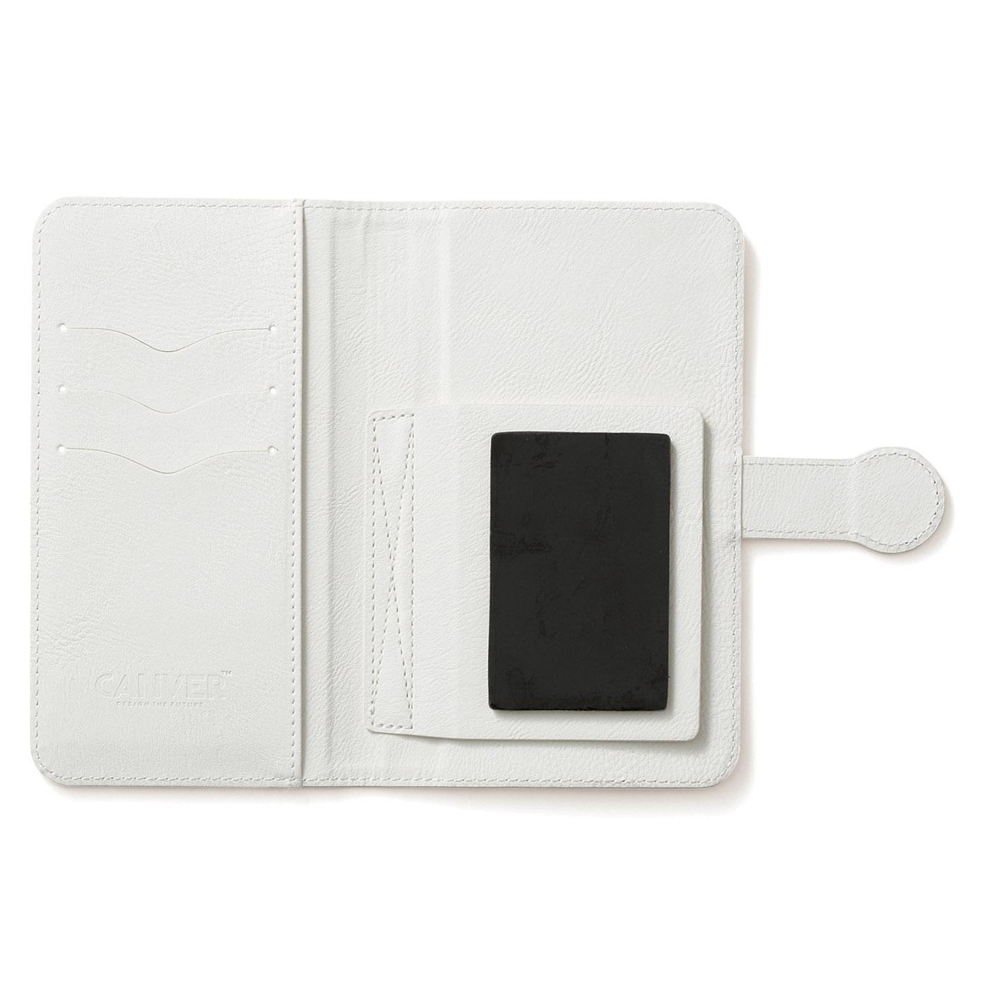 内側はすべてオフホワイト。カードを3枚収納できるカードスリット付き。