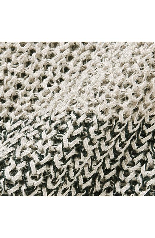 透けすぎない縦うねの編み地。