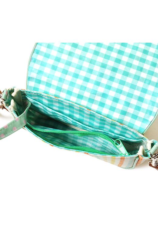 ポケットが充実で、使いやすい。ファスナー付きのポケットには小銭を入れて、お財布代わりに使っても。見失うと困るカギも、キーリング付きで安心。