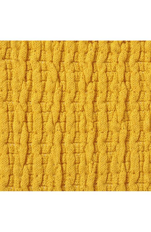 ぴったりフィットして、バスト部分がパカパカ浮かないジャガード織りの素材。