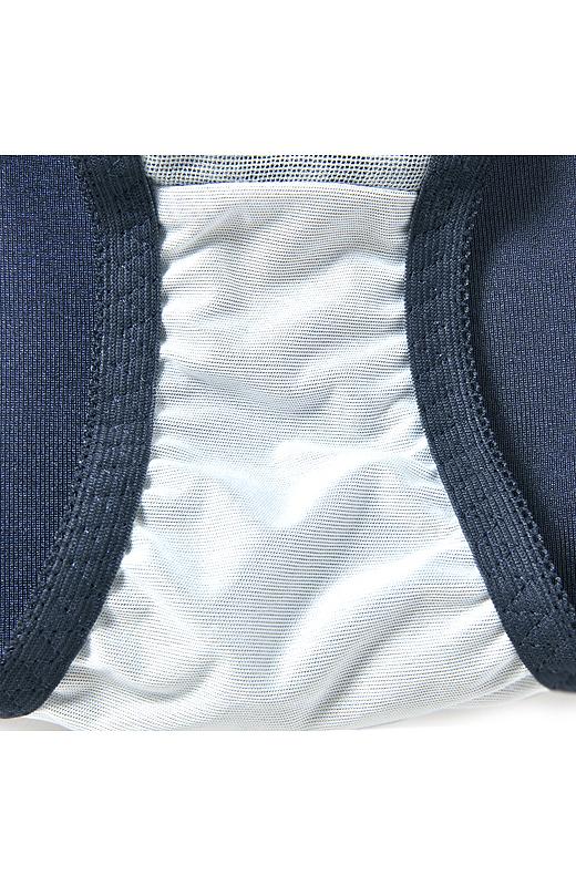 サニタリーショーツはもちろん防水布仕様。ブルーデイでも上下おそろいでテンションアップ!