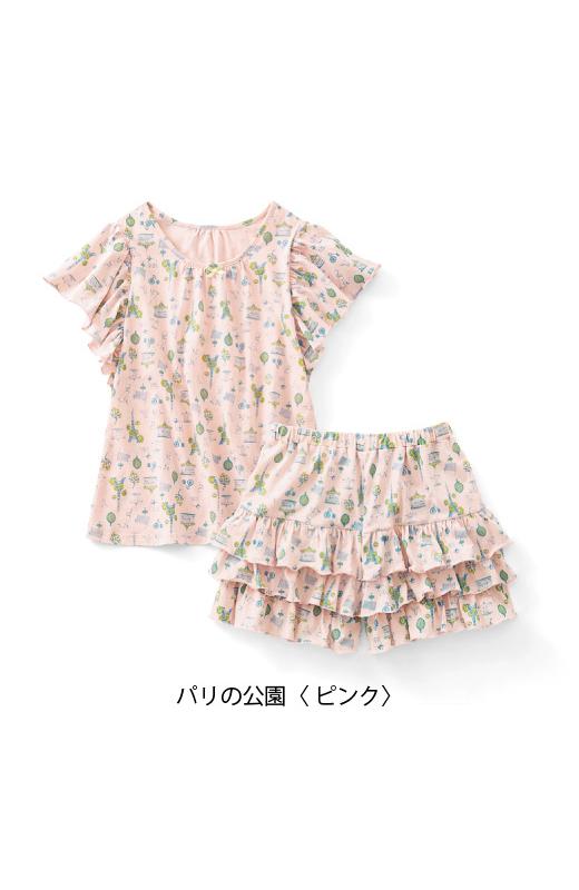 二の腕をカバーする袖デザイン。わきの下に生地が当たらない仕様なので涼しい。一見ティアードスカートのような、ふりふりパンツ。