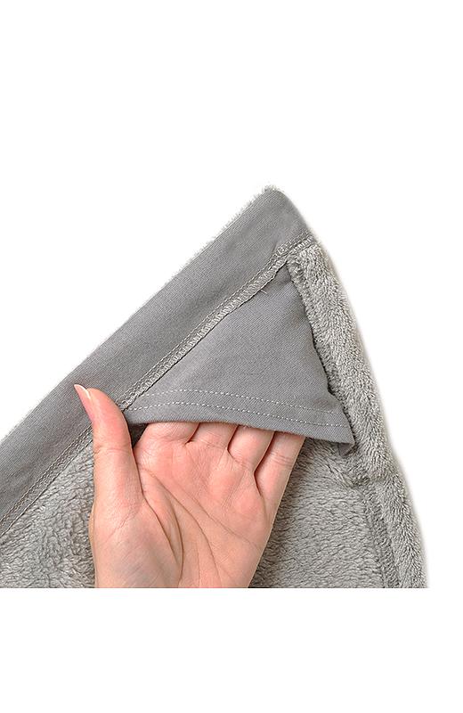 内側の三角スペースに手を入れれば、おばけのポーズのできあがり。