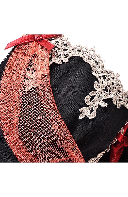繊細なレースやフリル、リボンでバレエの衣装を表現しています。