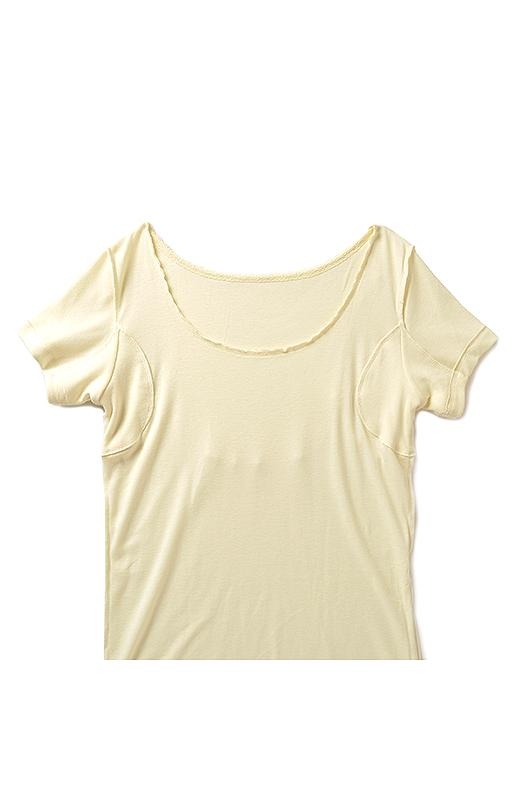 〈内側front〉伸びがよく、重ね着してゴロつかない薄さ。汗が気になるわきと背中を二重にすることで、たっぷり汗を吸収します。