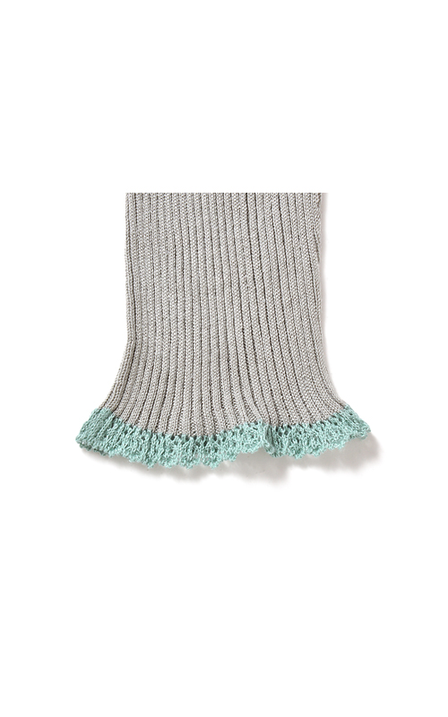 すそは編み方を変えて、レースみたいな感じに。ちょこっとスウィート。