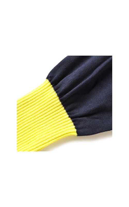 袖口はリブ編みにして、くしゅっと。効かせ色がいいね。