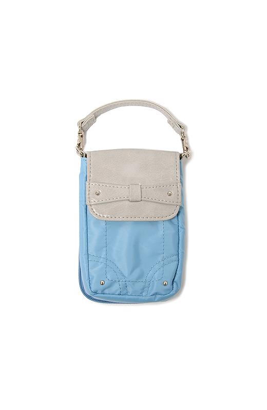 バッグの内側の持ち手に取り付けておけば、いつでもカギや小銭がすっと取り出せてらくちん。