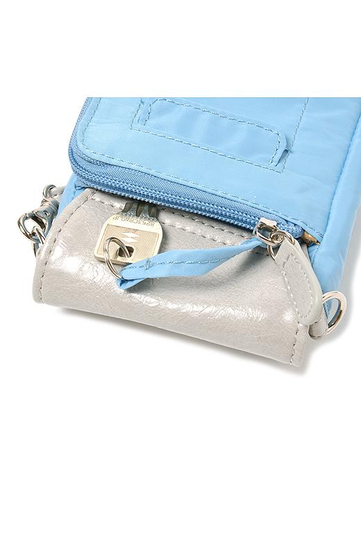 キーリングはポケットに収納できるので安心。カギをリングに付けたまま使えます。