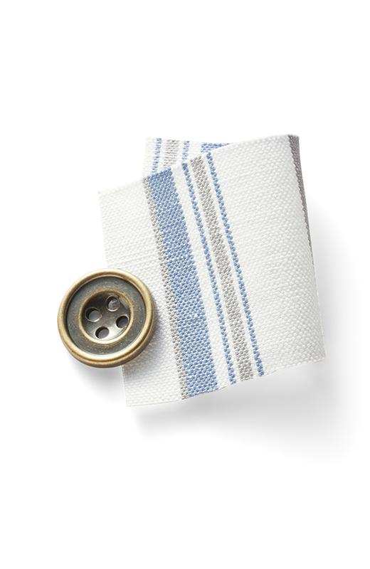 先染めストライプの上質なリネンコットン素材。洗いをかけて、くたっとこなれた印象。