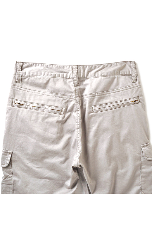 後ろポケットもデザインしています。