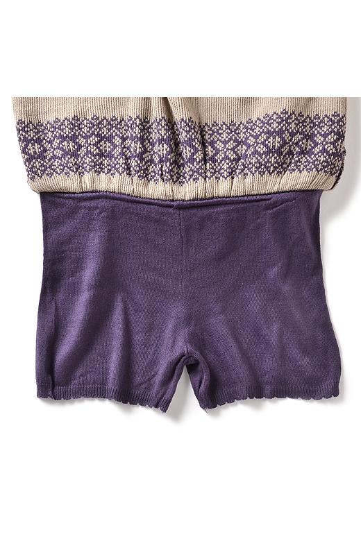 失礼してスカートをがばっとめくってみました。ウエストのところで、ニットのパンツと一体となっております。