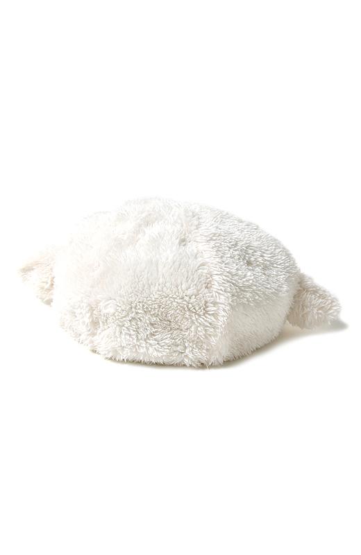 真っ白なモコモコ素材は、思わず抱きしめたくなる愛らしさ。かぶるだけで、ハッピーに過ごせそう。