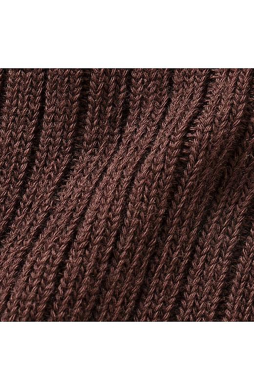 糸の量をたっぷり使ったリブ編みは伸縮性も抜群。